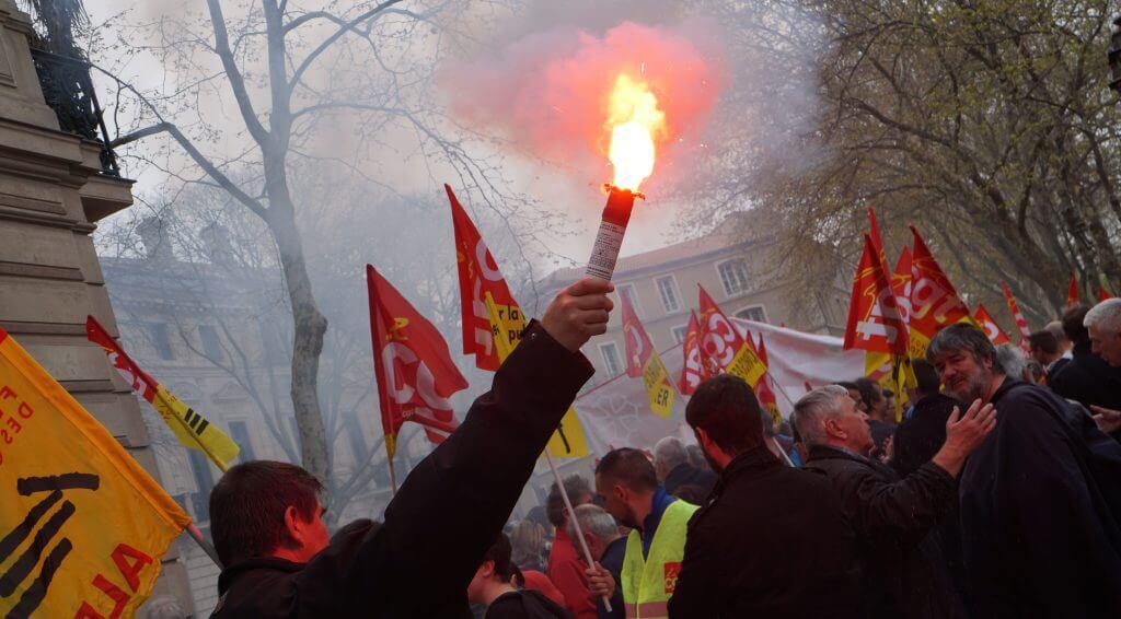torche a main dans une manifestation